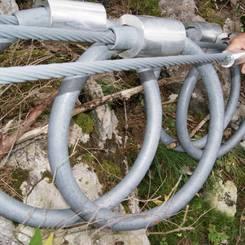 04 Bremsringe an der seitlichen Abspannung eines Steinschlagnetzes