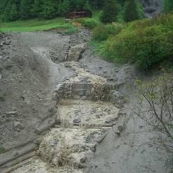 05 Spuren eines Murganges an Sperren  Absaetzen und Leitwerken